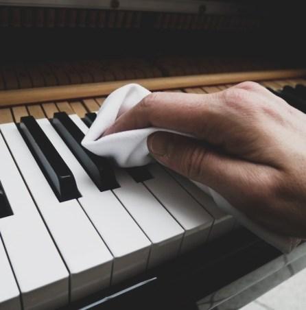 Klaviertasten reinigen und pflegen