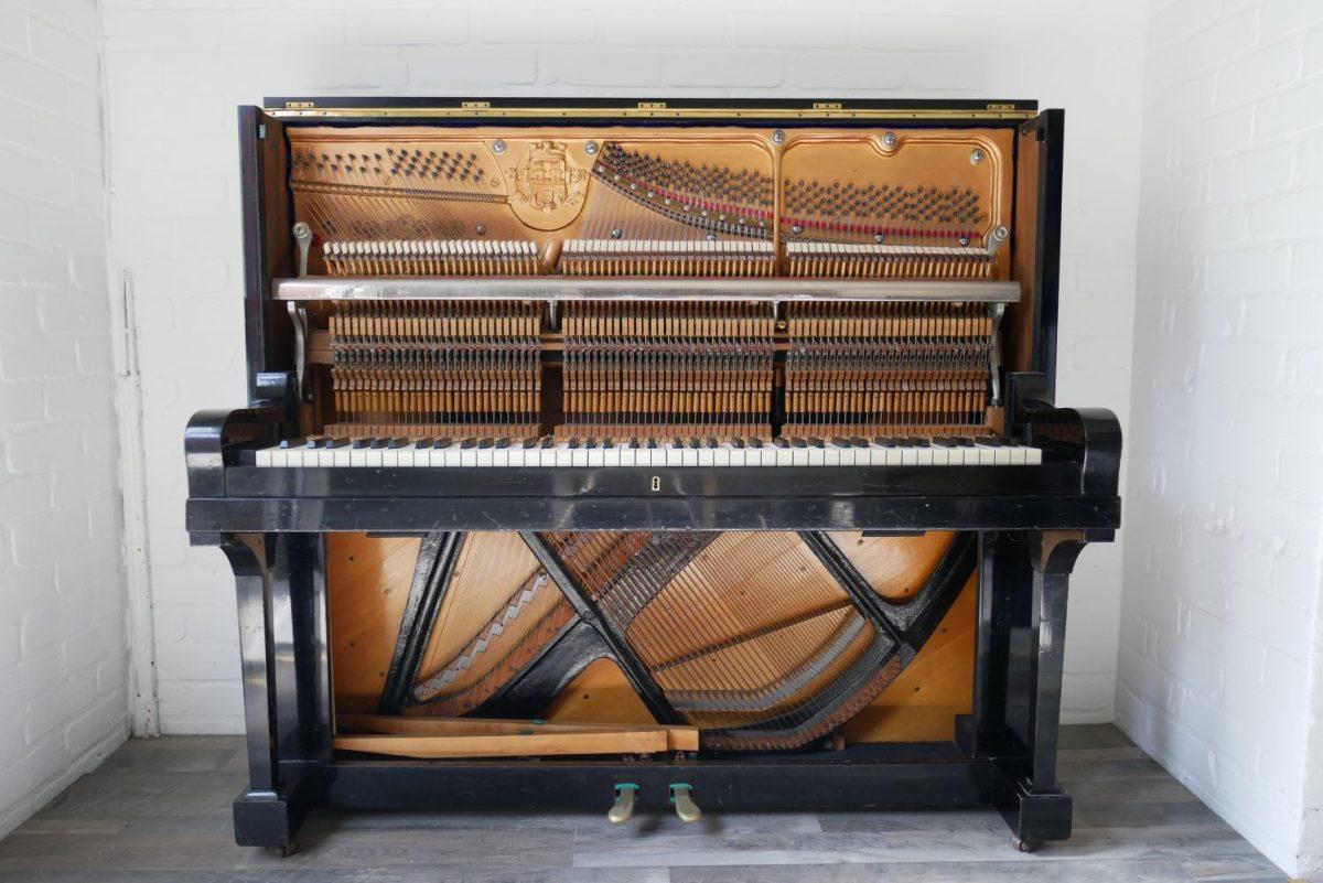 Klavier auseinanderbauen in 5 Minuten