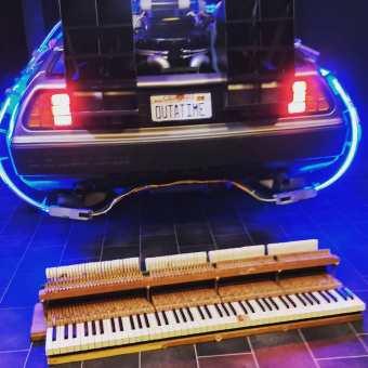 Timetraveler meets Piano! #delorean #backtothefuture #deloreantimemachine #martymcfly #outatime #zurückindiezukunft #piano #pianocover #pianoforte #pianoplayer #pianomusic #pianosolo #pianoman #music #pianotuner