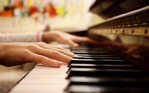 Klaviertechnik: Eine Hand spielt lauter als die andere
