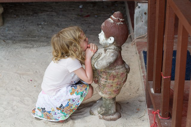 Den första kompisen var lite stel och tystlåten, men det tyckte Hilma var bra