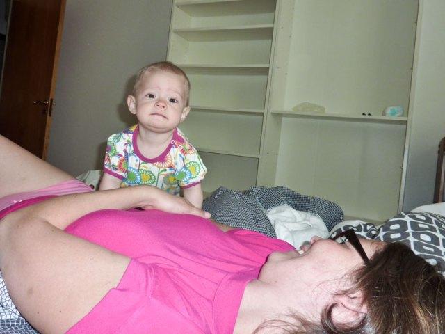 Lite bus i sängen med mamma och pappa