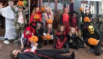 Kinderen Halloween.Halloween Party En Griezelige Spooktocht Voor Kinderen Op