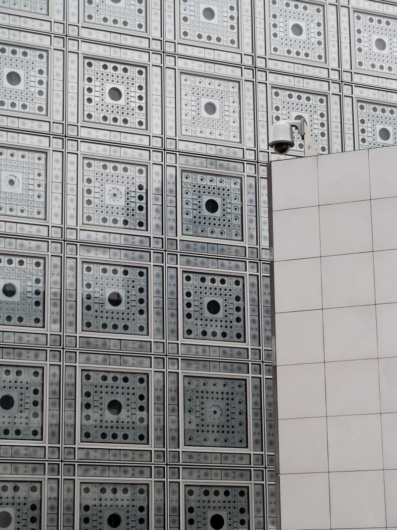 The front of the Institut du Monde Arabe