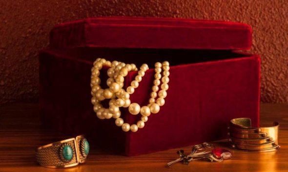 4+1 tips για να κρύψεις χρήματα και κοσμήματα