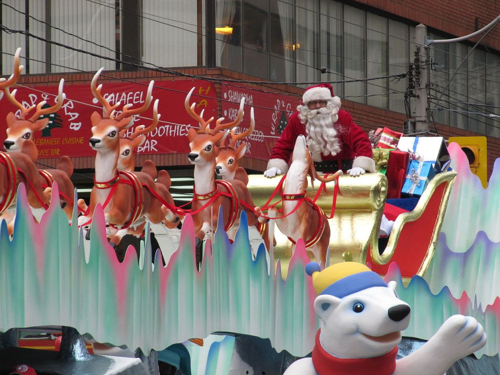 By Loozrboy from Toronto, Canada - Here comes Santa Claus!Uploaded by Skeezix1000, CC BY-SA 2.0, https://commons.wikimedia.org/w/index.php?curid=8470658