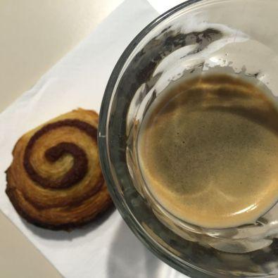 Kanelsnegl bij de koffie op maandag