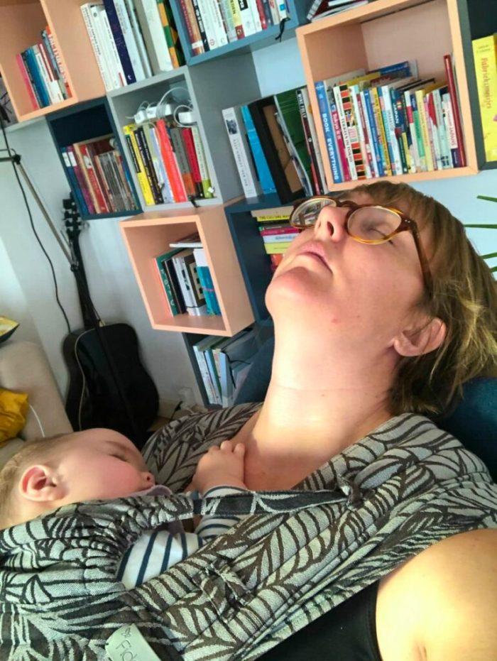 baby slaapt en mama ook