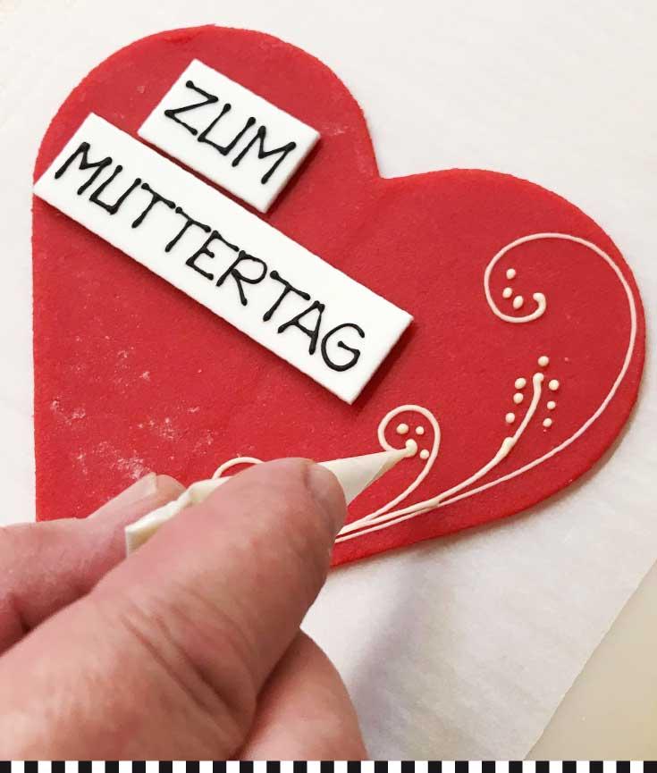 cafe-konditorei-heinemann-muttertag-herzdeko-handwerk