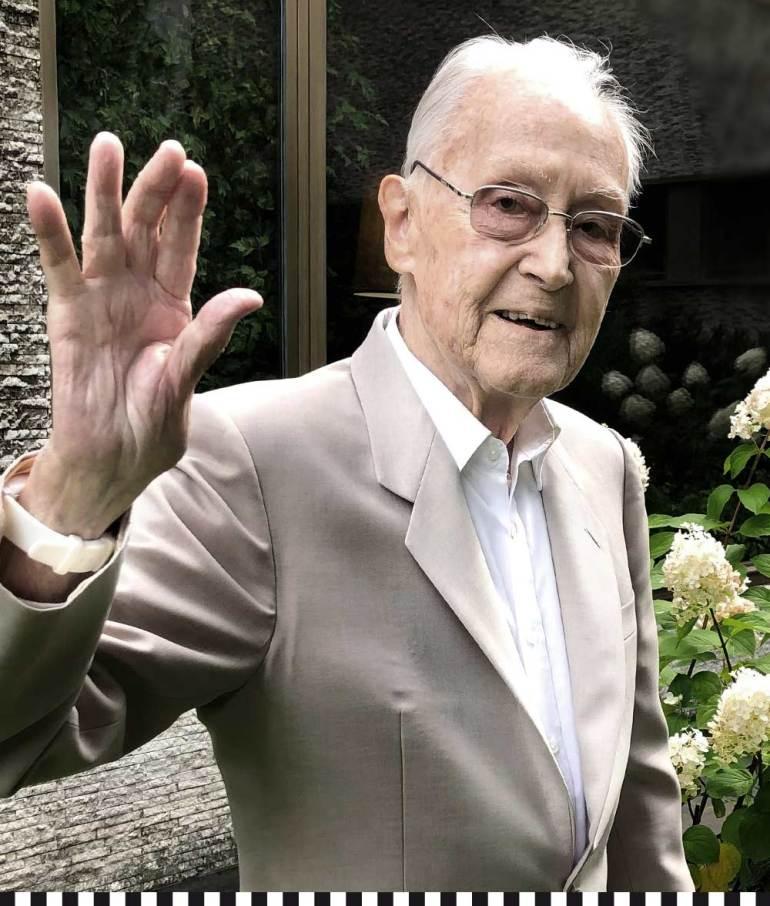 Franz Josef Fieger winkt zum Abschied