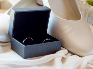 Brautschuhe mit Münzen bezahlen
