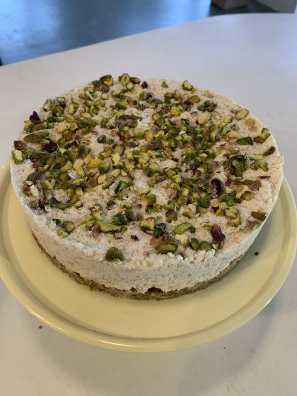 glutenvrij lactosevrij vegan bezorgen klein geluk bakery lemon pistache kokos taart