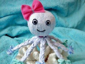 Octopus aus Allzwecktüchern basteln – als Deko oder Schmusetuch