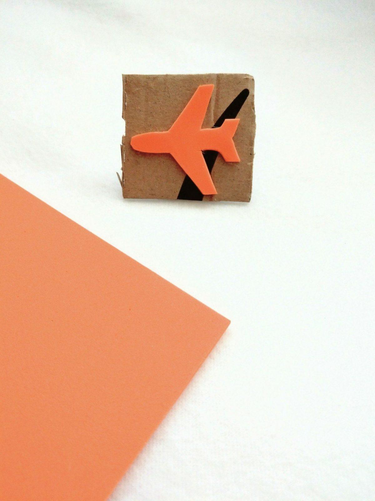 Flugzeugstempel einfach selbermachen aus Moosgummi und Karton