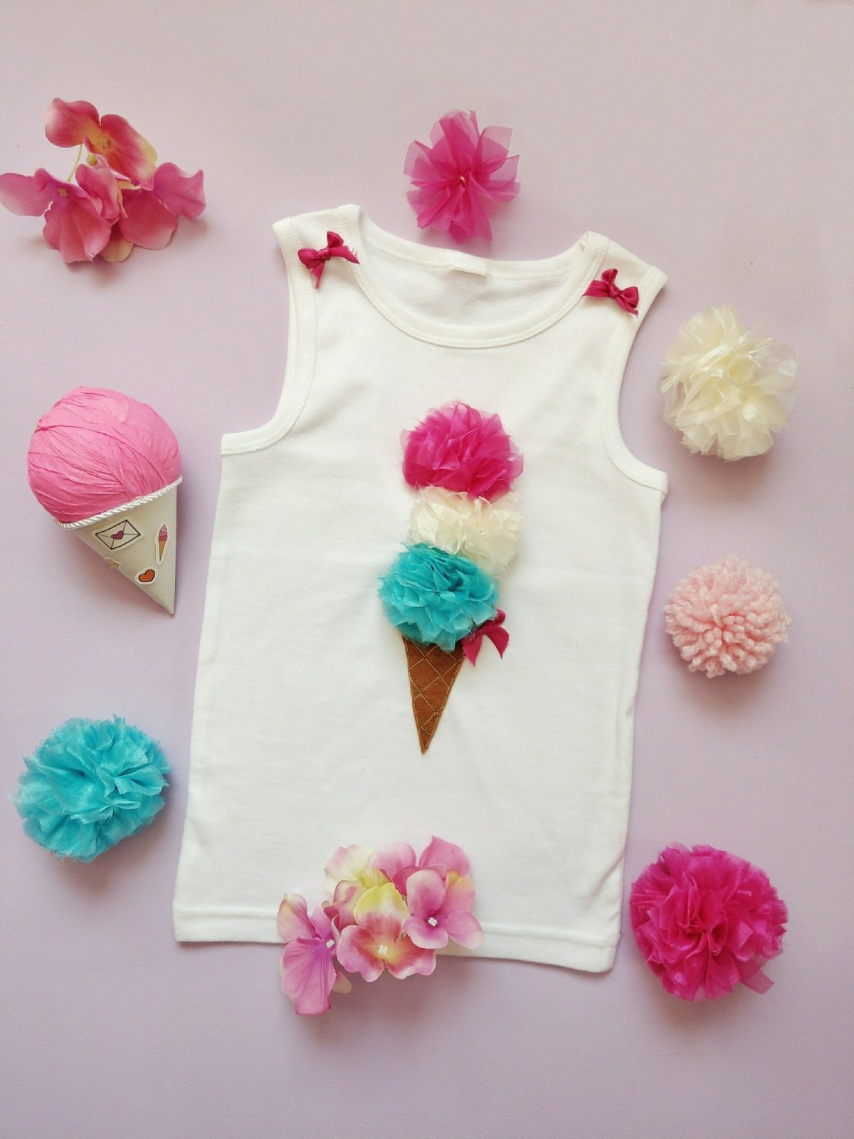 Um ein Eis auf ein T-Shirt zu nähen braucht es keine Näherfahrung. Einfach und schnell hat man so ein Kleidungsstück aufgepumpt und trägt ein wahres Unikat.