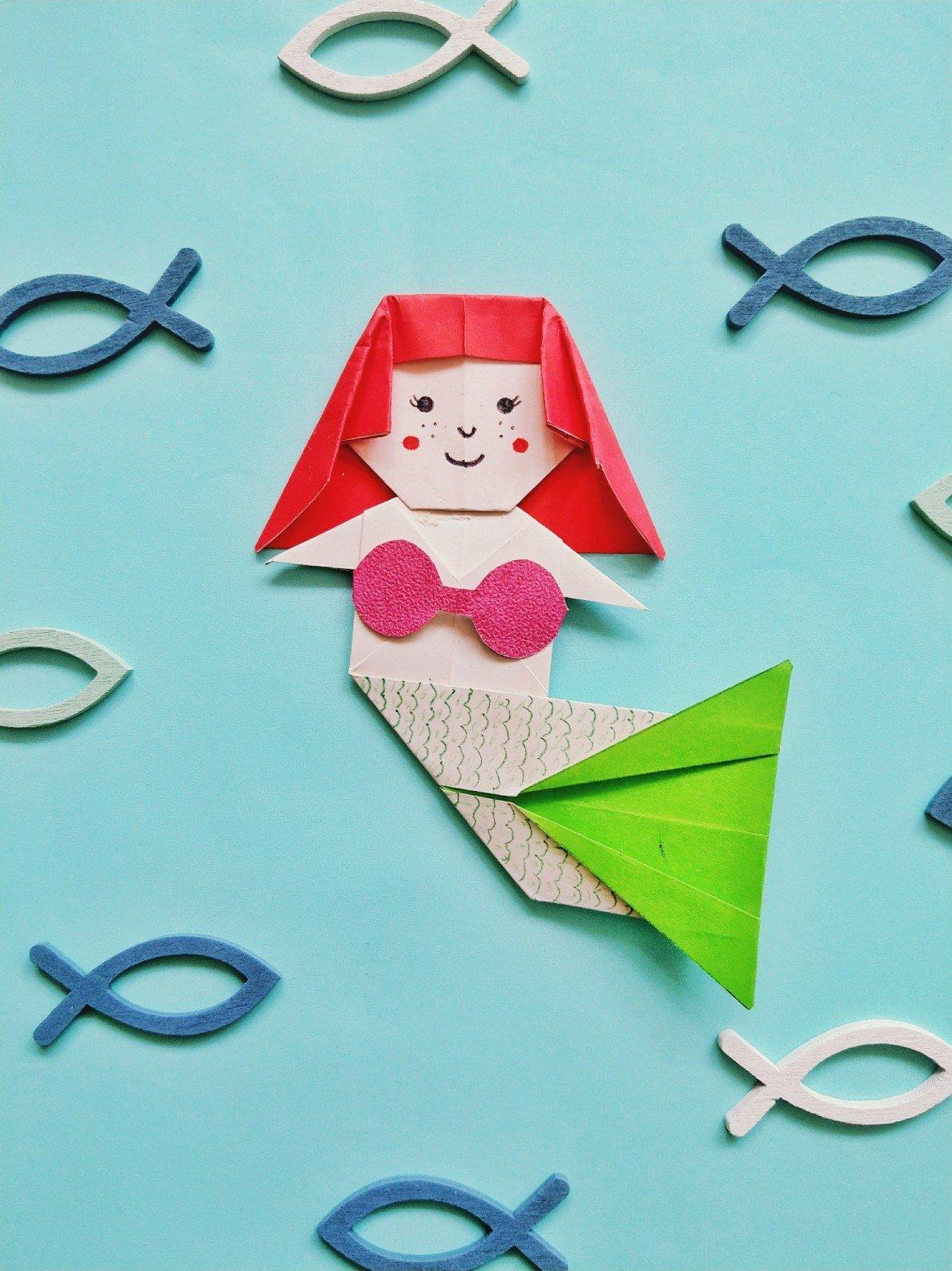 Eine Origami Meerjungfrau lässt sich ganz einfach aus Papier falten. Ich zeige euch wie es geht. Die Meerjungfrau ist auch ein tolles Geldgeschenk für Kinder.