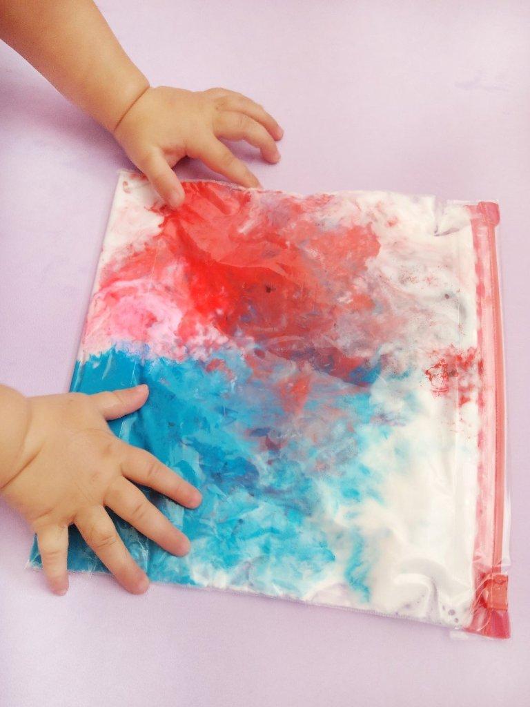 Sensorik Beutel mit Acrylfarbe und Rasierschaum