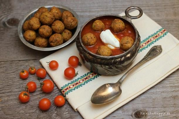 Tomatensuppe mit Minifalafel und Zitronendip