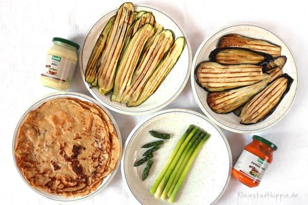 Pfannkuchen mit Auberginen, Zucchini, Spargel, Aioli oder Paprika Mayo füllen
