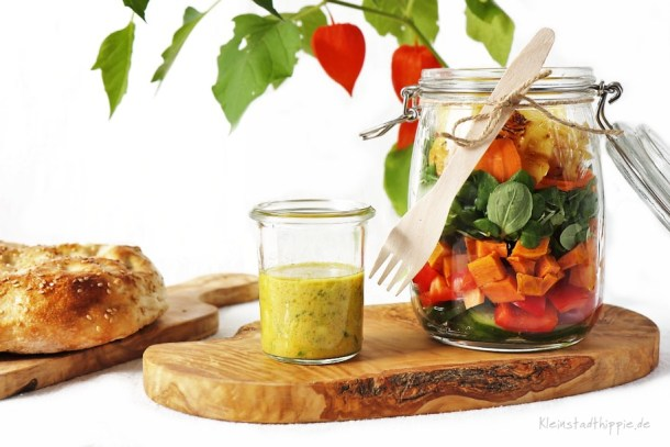 Salat to go mit Currydressing