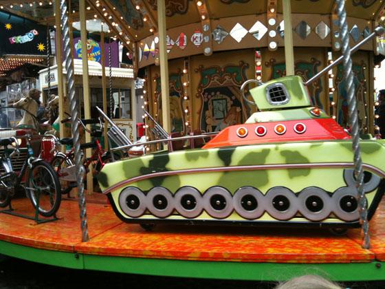 IMG_06Amsterdam mit Kindern - Panzer Karussell