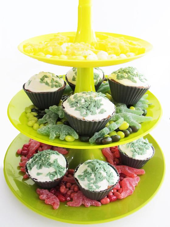 Dinosaurier Geburtstags bash : Kindergeburtstag auf kleinstyle.com Dino-Party-jelly-belly-gummidino-muffin-stand