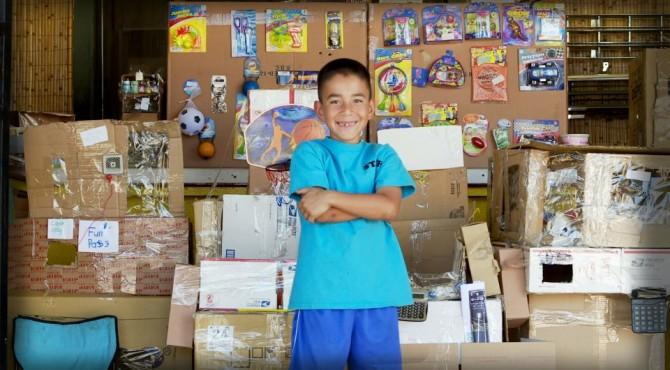 (Deutsch) 9jähriger baut Spielhalle : aus Pappkartons!