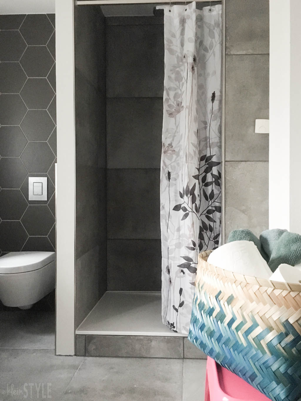 gray-concrete-style-bathroom-make-over-by-kleinstyle-com-10
