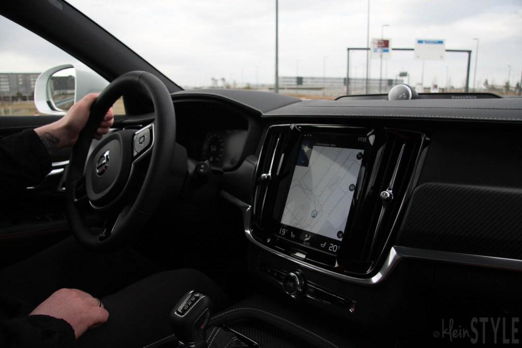 Volvo V90 Cross Country Ocean Race Familienauto zum Verlieben Erfahrungsbericht auf kleinSTYLE.com Cockpit