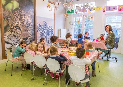NSO Amstelveenseweg juf met kids