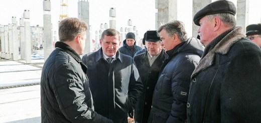 Андрей Бочаров проинспектировал строительство школы на тысячу мест в Камышине