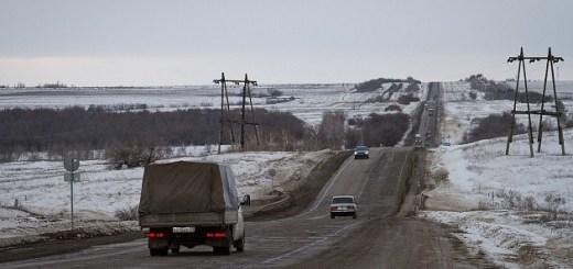 В Волгоградской области дорожники устраняют избыток талых вод на автотрассах