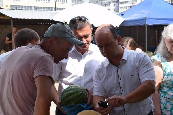 На рынке в Краснооктябрьском районе обнаружены арбузы с повышенным содержанием нитратов