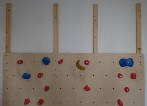 fichtenleisten-als-grundgerüst-für-kletterwand