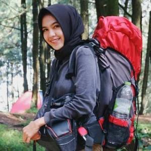 Hari Kartini dan Hari Bumi, Begini Pesan Pendaki Muslimah Cantik Ini!