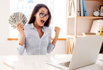 What-Does-a-Freelance-Writer-Do-to-Earn-Rs100000-in-a-Month