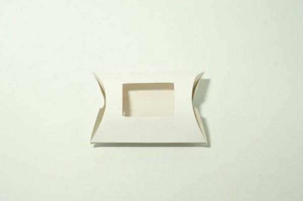 Χάρτινο Κουτί Μαξιλαράκι Με Παράθυρο 9x6.5cm