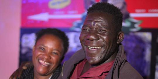 Kuli pasar raih gelar pria terjelek di Zimbabwe