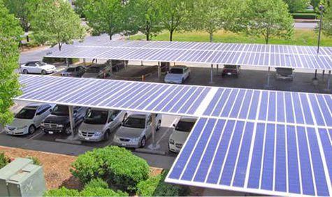 Area parkir dengan atap panel tenaga surya
