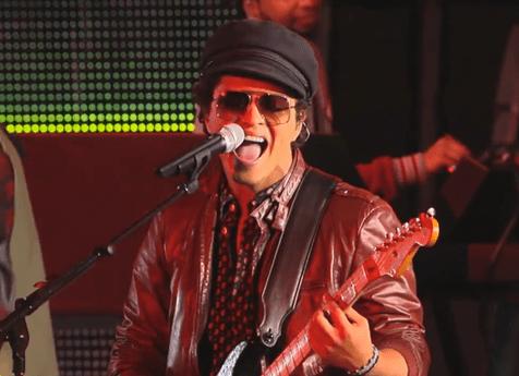 Bruno Mars terlihat keren dengan gaya vintage-nya di Jimmy Kimmell Live @thelavalizard.com