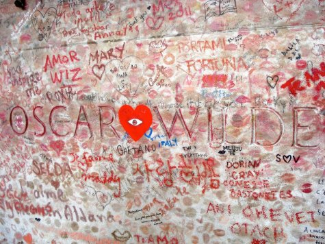 Oskaro Vaildo kapas Paryžiuje - duoklė meilei ir laisvei.