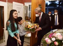 Foriegn Minister Shah Mehmood Qureshi is being greeted during his visit to Pakistan Consulate in Germany