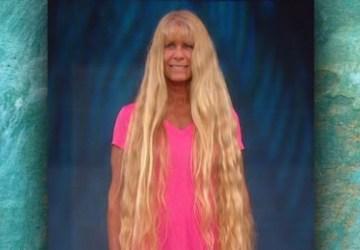 Táto žena si 20 rokov nestrihala svoje vlasy. Takto sa zmenila vďaka novému strihu a dĺžke vlasov