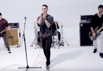 Skladba Shape Of You od Eda Sheerana má už mnoho coverov, tento si však vychutnajú rockeri i punkáči!