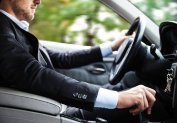 Inštruktor autoškoly radí, na čo si treba za volantom dávať pozor