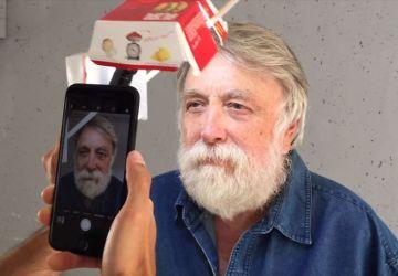 Stačí mu len krabica z Big Macu a iPhone, aby vytvoril takéto neuveriteľné fotoportréty náhodných ľudí