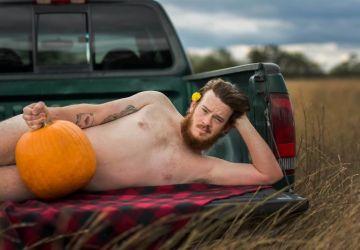 """Rozkošné či smiešne? Názor na tento """"príťažlivý"""" kalendár, ktorý nafotil muž pre svoju manželku, si vytvorte sami"""