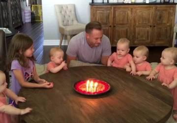 Prekvapivá reakcia dcér zabáva internet. Sledujte, čo spravili, keď otec sfúkol sviečky z narodeninovej torty
