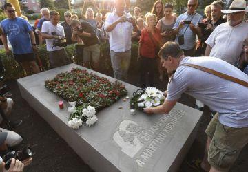 V Košiciach odhalili pamätník novinárovi Jánovi Kuciakovi a jeho snúbenici Martine Kušnírovej. Pred polrokom boli brutálne zavraždení vo svojom vlastnom dome