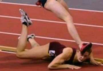 Bežkyňa tvrdo spadla počas finále šampionátu. Neuveríte, čo potom urobila!